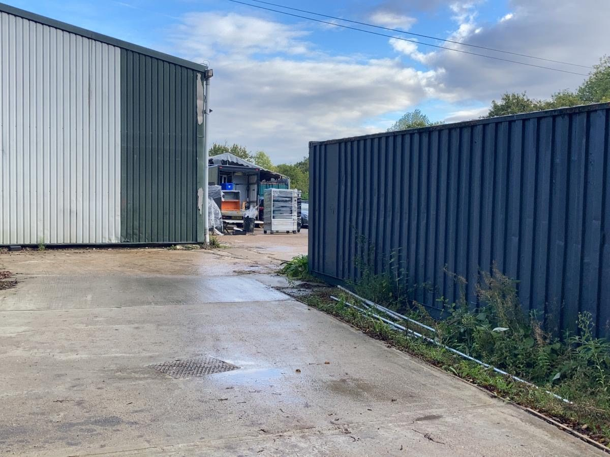 Warehouse & Yard with Containers Kent, 1 Acre